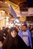 Iraniens sur le bazar oriental près de la station de métro de Shahr-e-Rey, Tehr images libres de droits
