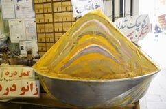 Iranische Kräuter und Gewürz des Regenbogens für Verkauf in Esfahan-Basar, der Iran Lizenzfreies Stockfoto