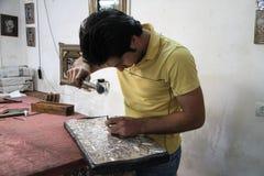 Iranische Metallarbeit in Isfahan Stockbild
