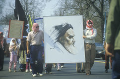 Iransk gemenskapmarsch i protest mot Irak Arkivbild