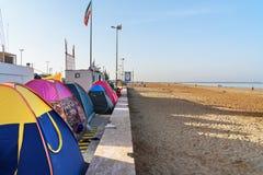 Iranska handelsresande som bor i tält på stranden på Persiska viken Bandar Ganaveh iran Arkivbild