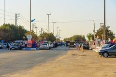 Iranska handelsresande som bor i tält på stranden på Persiska viken Bandar Ganaveh iran Royaltyfria Bilder