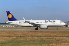 Irbus A320 från Lufthansa Arkivfoton