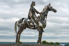 IRELAND-AUGUST 29日2016年:装罐一个车手的雕塑与马的在 库存图片