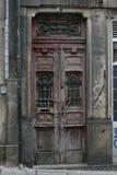 Irgendeine alte Tür in Porto Lizenzfreie Stockfotografie