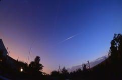 Iridiumsignalljuset och ISS treck Royaltyfri Fotografi