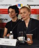 Irina Apeximova, Maria Jarvenhelmi na imprensa-conferência fotos de stock