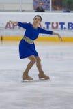Irina Fedorovich de Bielorrússia executa o programa de patinagem livre das senhoras adultas da classe III do Pre-bronze Fotografia de Stock