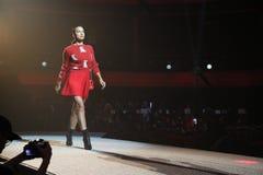 Irina Shayk geht die Rollbahn an der Wiederholung vor Philipp Plein-Modeschau lizenzfreies stockbild