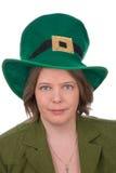 Irische Frau mit grünem Hut Stockfoto