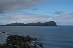 Irische Landschaft mit bewölktem Himmel Stockfotografie