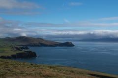 Irische Landschaft mit bewölktem Himmel Lizenzfreies Stockfoto
