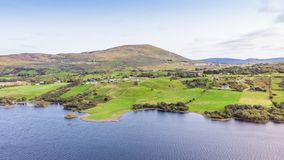 Irische Wiesen im Connemara lizenzfreie stockfotos
