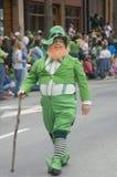 Irischer Kobold in der Parade Lizenzfreie Stockfotografie