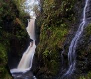 Irischer Märchen-Wasserfall Lizenzfreies Stockfoto