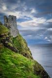 Irisches cliffside Schloss lizenzfreie stockfotografie