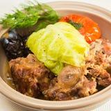 Irisches Eintopfgericht, gemacht mit Lamm, Stout, Kartoffeln, Karotten Stockbilder