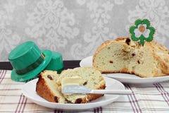 Irisches Soda-Brot, ganz und geschnitten Lizenzfreies Stockbild