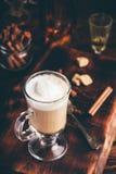 Irish coffee in bicchiere fotografie stock libere da diritti