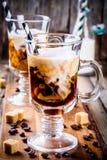 Irish coffee in tazze fotografie stock