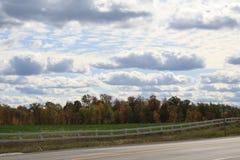 Irisierende Wolken stockfoto