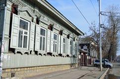 Irkoetsk, Rusland, 16 Maart, 2017 Irkoetsk, houten architectuur van de straat van December-gebeurtenissen Stock Foto
