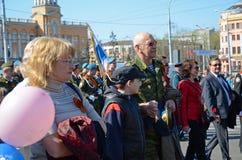 Irkoetsk, Rusland - Mei 9, 2015: Ingezetenenoptocht op Victory Day Celebration in Irkoetsk Royalty-vrije Stock Fotografie