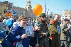 Irkoetsk, Rusland - Mei 9, 2015: Onsterfelijke regimentsoptocht in Irkoetsk op Victory Day Celebration Stock Fotografie