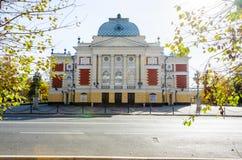 IRKOUTSK, RUSSIE - 6 octobre 2012 : Théâtre de drame d'Okhlopkov à Irkoutsk, Russie Théâtre de drame d'académie d'Irkoutsk photo libre de droits