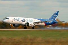 Irkut MS-21 73051 pierwszy latający pierwowzór nowy Rosyjski cywilny samolotu lądowanie przy Ramenskoe lotniskiem po lota od Irku Obraz Stock
