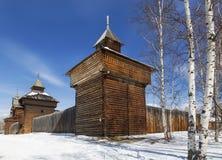 Irkutsk arkitektoniskt och ethnographic museum ?Taltsy ?, Det Spasskaya fr?lsaretornet iof Ilimsk stockaded staden, 1667, seloen arkivbild