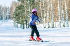 Irkutsk, Rússia - 12 de fevereiro de 2017: Competição do slalom snowboar Foto de Stock Royalty Free