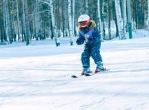 Irkutsk, Rússia - 12 de fevereiro de 2017: Competição do slalom snowboar Fotografia de Stock