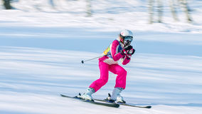 Irkutsk, Rússia - 12 de fevereiro de 2017: Competição do slalom snowboar Imagem de Stock