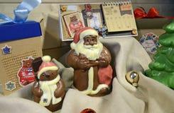 Irkutsk, Rússia - novembro, 09 2016: Decoração do chocolate Santa Clause e do Natal Fotos de Stock Royalty Free