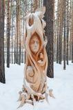 Irkutsk region, Ryssland-Januari, 03 2015: Forest Fairy Parkera av träskulpturer i den Savvateevka byn Royaltyfri Bild
