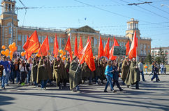 Irkutsk Rosja, Maj, - 9, 2015: Kolumna mieszkanowie ku pamięci Syberyjskiego podziału zwycięstwa dnia świętowania w Irkutsk obraz stock