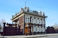Irkutsk, Rosja, Marzec, 16, 2017 ` Koronkowego ` drewniany dom handlowy Shastin w Irkutsk Ulica Friedrich Engels, dom, 21 Zdjęcie Royalty Free
