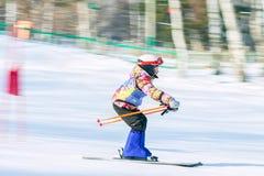 Irkutsk, Rusia - 12 de febrero de 2017: Competencia del eslalom snowboar Foto de archivo libre de regalías