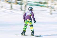 Irkutsk, Rusia - 12 de febrero de 2017: Competencia del eslalom snowboar Fotografía de archivo libre de regalías