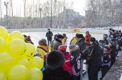 Irkutsk, Russia - dicembre, 09 del 2012: L'apertura di nuova pista di pattinaggio nella città di Irkutsk Immagine Stock Libera da Diritti