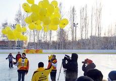 Irkutsk, Russia - dicembre, 09 del 2012: L'apertura di nuova pista di pattinaggio nella città di Irkutsk Fotografie Stock Libere da Diritti