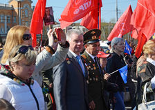 Irkutsk, Russland - 9. Mai 2015: Bewohnerprozession auf Victory Day Celebration in Irkutsk Stockbild