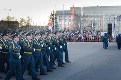 IRKUTSK, RUSSLAND - 7. MAI 2015: Wiederholungsparade Lizenzfreie Stockfotos