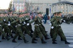 IRKUTSK, RUSSLAND - 7. MAI 2015: Wiederholungsparade Stockbild