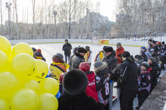 Irkutsk Ryssland - December, 09 2012: Öppningen av den nya isbanan i staden av Irkutsk Royaltyfri Bild
