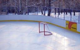 Irkutsk Ryssland - December, 09 2012: Den tomma hockeyporten i den nya isbanan Royaltyfri Foto