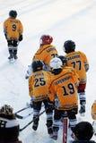 Irkutsk Ryssland - December, 09 2012: Hockeyturneringen mellan tonår teams i hedern av öppningen av den nya isbanan Fotografering för Bildbyråer