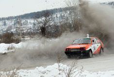 Irkutsk Ryssland - Februari 18, 2017; Spåra `-Bokovo `, den 1st etappen koppen av Ryssland i autocross Arkivfoto