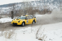 Irkutsk Ryssland - Februari 18, 2017; Spåra `-Bokovo `, den 1st etappen koppen av Ryssland i autocross Fotografering för Bildbyråer